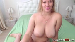 Curvaceous MILF Summer gives you control over her orgasm