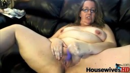 Seductive mature Sara with big soft pussy and glasses