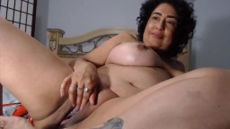 Hispanic mature mommy Vanessa likes to fuck herself slowly