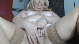 Mature Vixen shows her beautiful curvy wobbly full figure