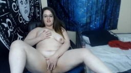 Nerdy BBW Ellynor Swan in sexy glasses rubs and fingering