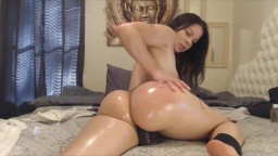 Seductive Assondra Sexton shakes her juicy oiled butt