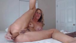 Stunning mature cock rider Jess fucks her amazing ass