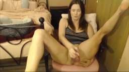 Attractive cougar Della plays with her sweet wet pussy