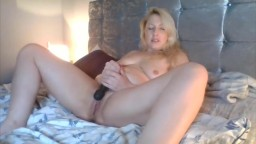 Сlassic blonde milf Lizzy Minx to give you tenderness
