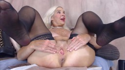 Midwest mature MILF stretches her ass with a huge toy
