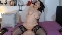 Raven mamacita Giorgia rides rubber cock