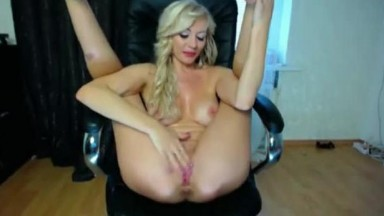 Squirting British blonde Ms. Lindsey Davis in a playful mood