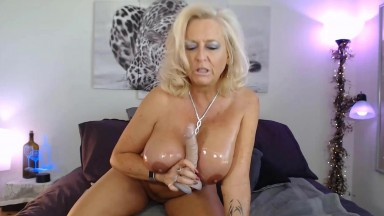 Oiled blonde granny Pantera knows all about pure pleasure