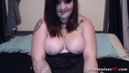 Tattooed heavyweight Megan Meadowz pounds her phat pussy