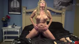 Cougar Crystal Milfer ready fulfill your dirty desires