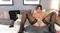 Mature cougar Mindy in stockings knows what you need