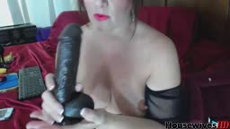 Squirting mature Barbie in glasses who love big black toys